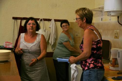 2017-07-22 - Auberge espagnole - les 2 Lysiane & Viviane à la vaisselle