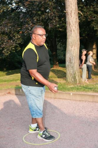 21-09-04 Claude s'apprête à tirer