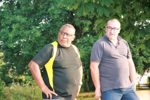 21-09-04 Claude & Mickaël : Il va pointer ou tirer ?